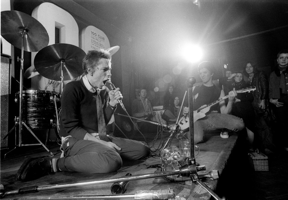 johnny-rotten-and-steve-jones-performing-with-the-sex-pistols-at-the-100-club-in-london-1976-ray-stevenson